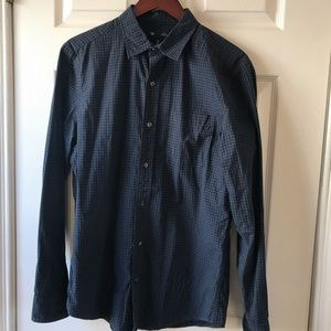 GAP SLIM FIT BUTTON UP! SZ. MEDIUM